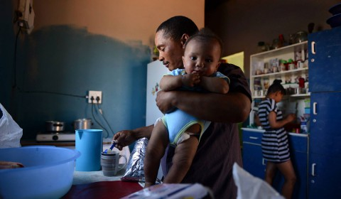 http://www.genderjustice.org.za/wp-content/uploads/2015/06/Violence-is-less-likely-in-homes-where-fathers-share-chores-equally-wpcf_480x280.jpg
